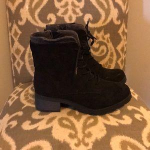 Universal Thread woman's boots